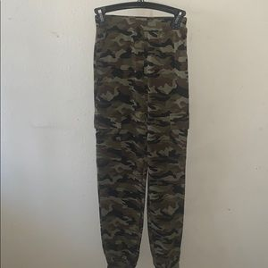 Camouflaged sweats jeans